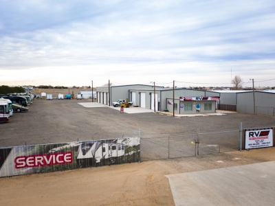 Long view of RV Pro primary building and RV yard, in Lubbock, Texas.