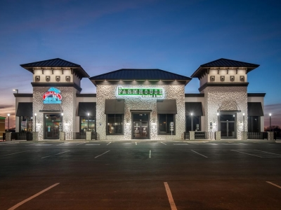 Shopping center featuring Farmhouse Breakfst & Lunch restaurant and other food establishments.